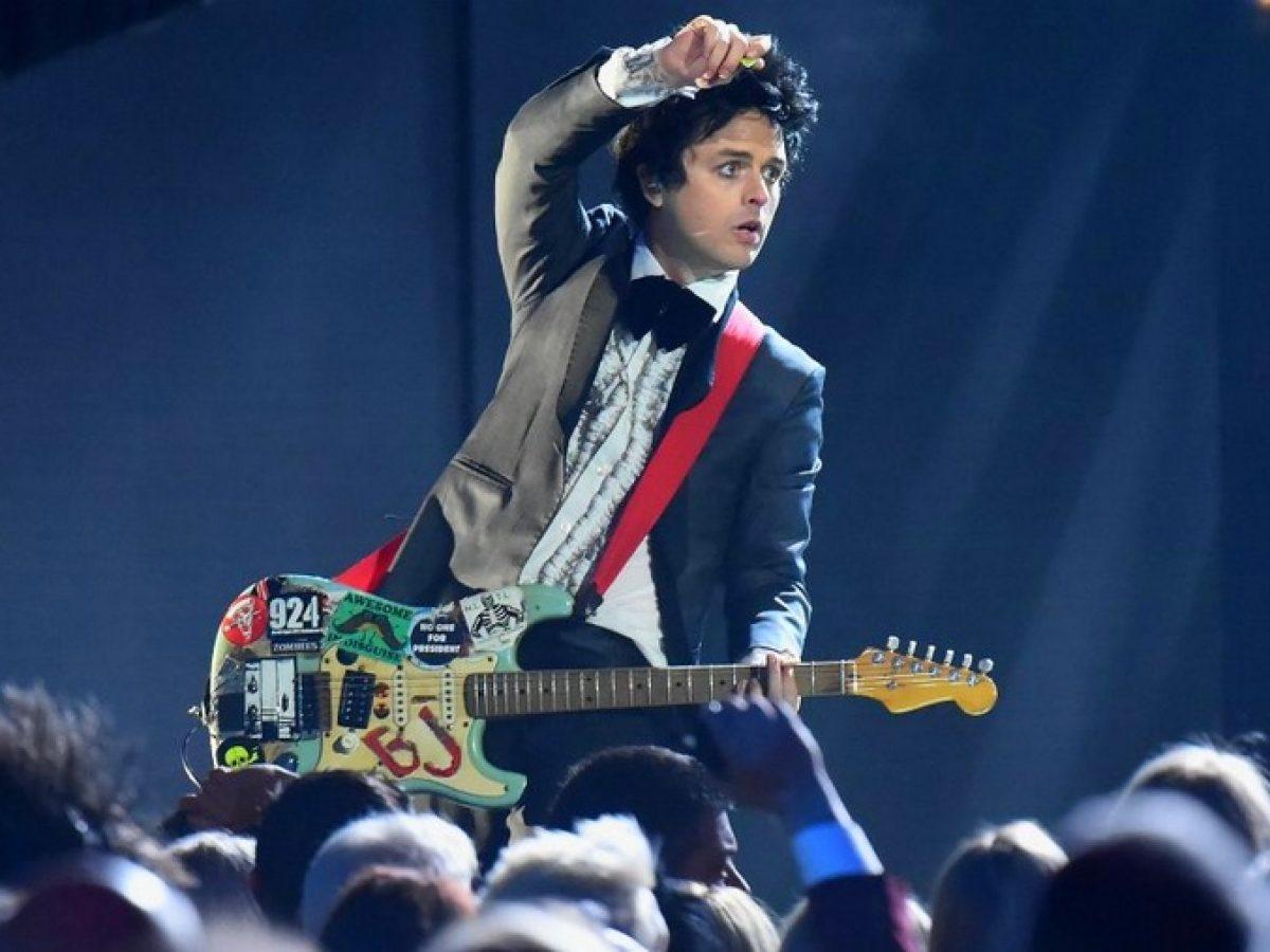 Green Day S Billie Joe Armstrong Shares A Bizarre Pole Dance Video On Social Media Metalhead Zone